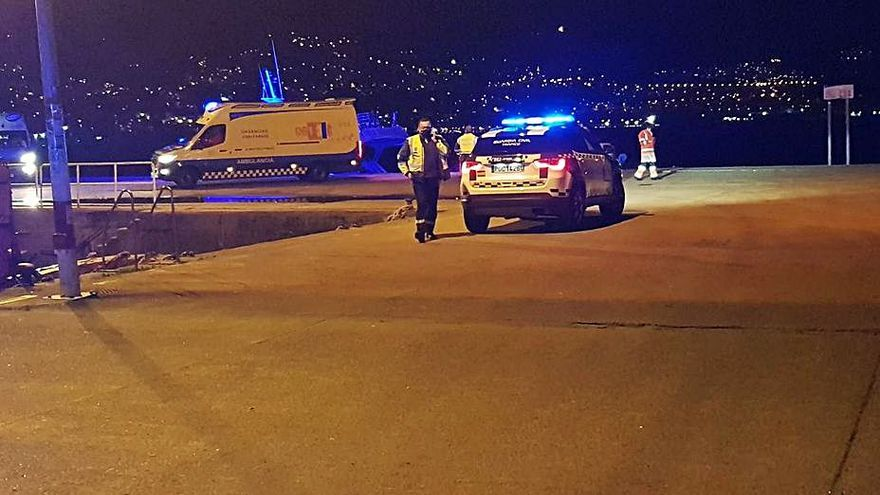 Muere uno de los dos jóvenes que cayeron con su vehículo desde el muelle de Moaña