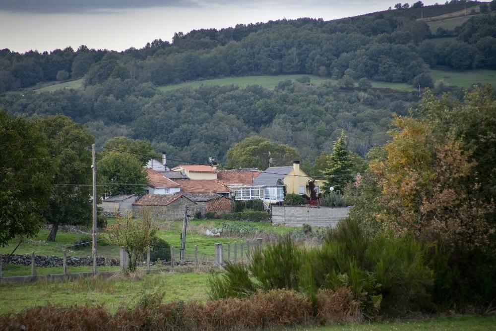 El condenado se fugó a esta aldea, donde recibía auxilio y soporte logístico. // Carlos Peteiro