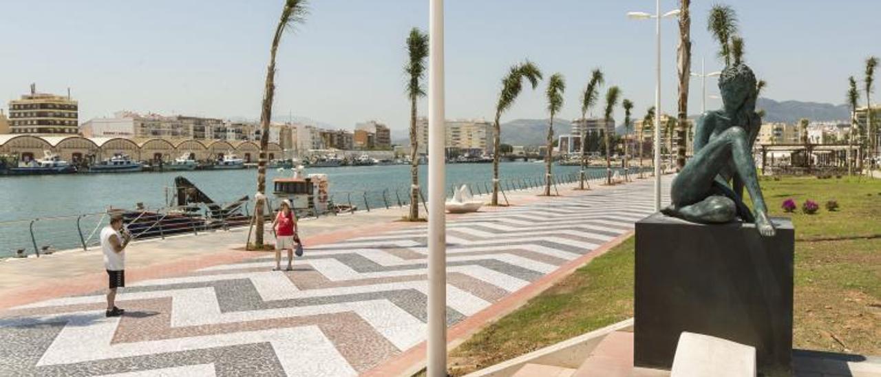 El paseo del conocido como Moll dels Borja, con sus espacios abiertos a la dársena portuaria, en una imagen de archivo. | NATXO FRANCÉS