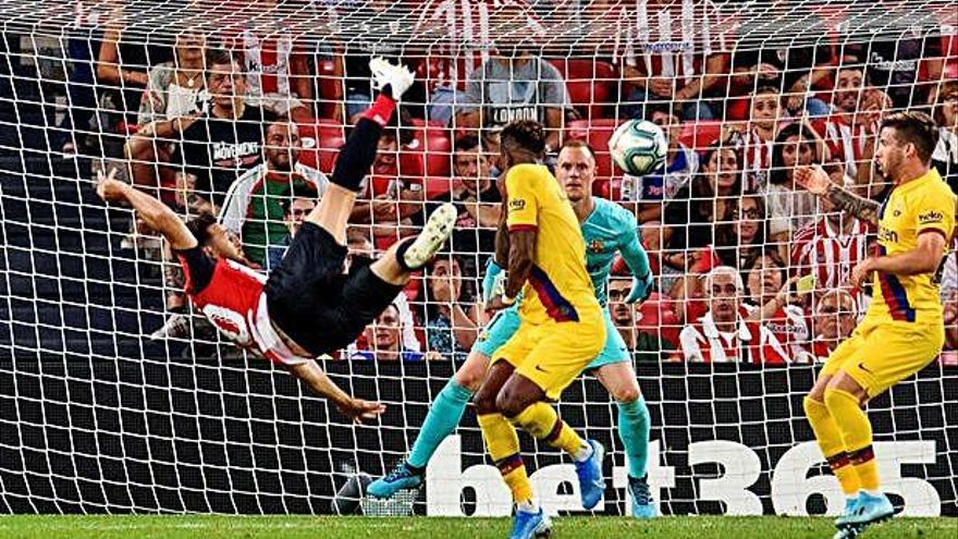 Aduriz tumba al Barça con un golazo