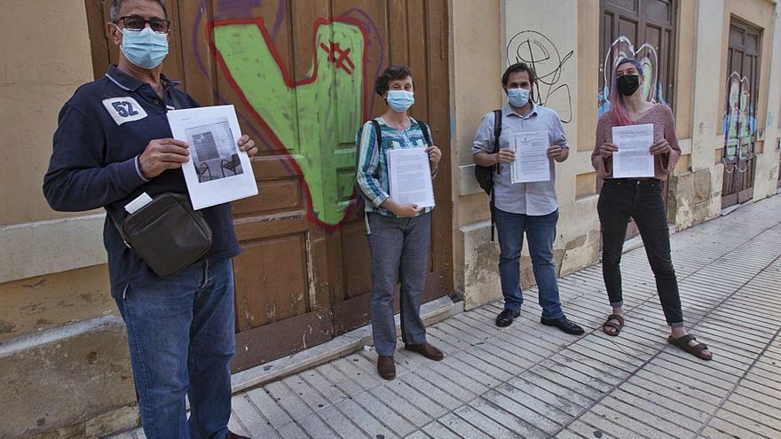 Retiran las siete multas de 260 € por tapar los grafitis de las puertas del cine Ideal
