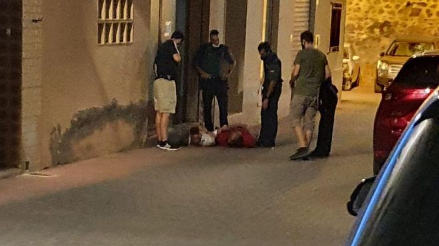 Investigan el apuñalamiento de un joven de 19 años en Castellnovo