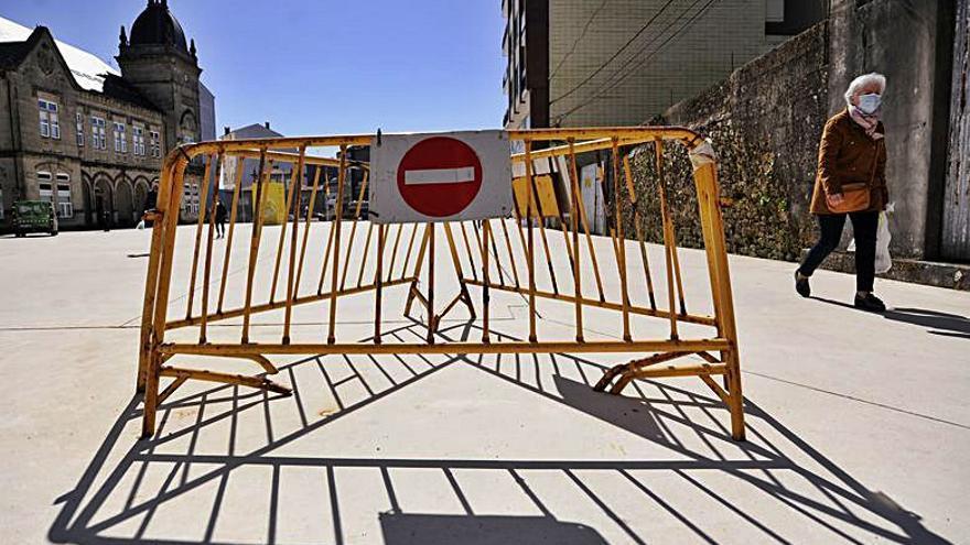 Vallas convertidas  en mobiliario | FOTOS: BERNABÉ/JAVIER LALÍN
