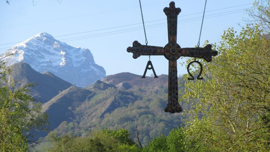 Temperaturas bajo cero en Asturias: así ha sido el espectacular trabajo de las quitanieves en las últimas horas