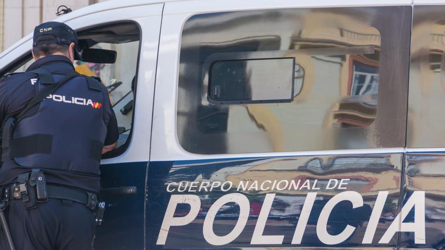 Una mujer apuñala a su marido e intentar asfixiar a su bebé en Sevilla