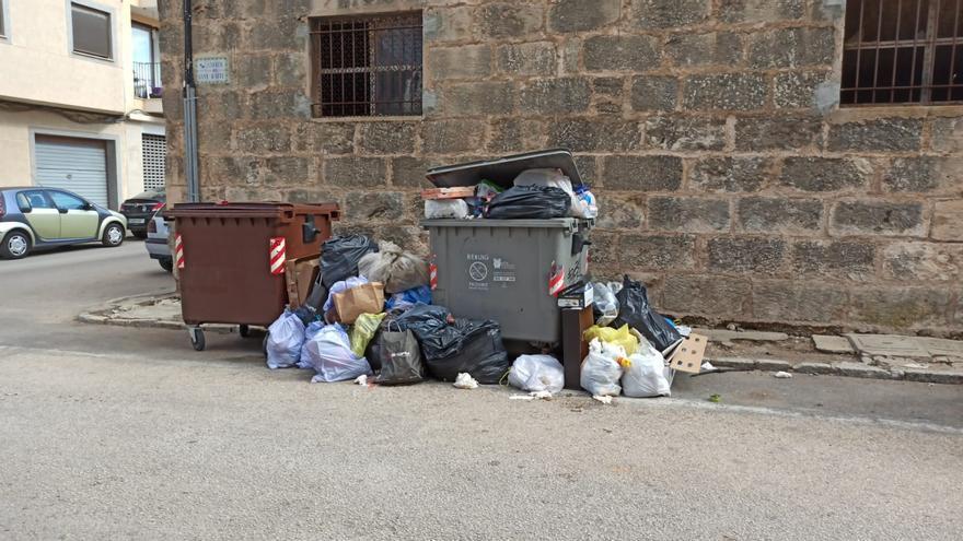Los trabajadores decidirán esta tarde si desconvocan la huelga de basuras
