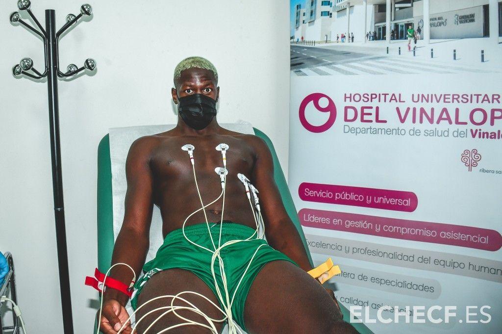 Los jugadores del Elche comienza a pasar las pruebas médicas