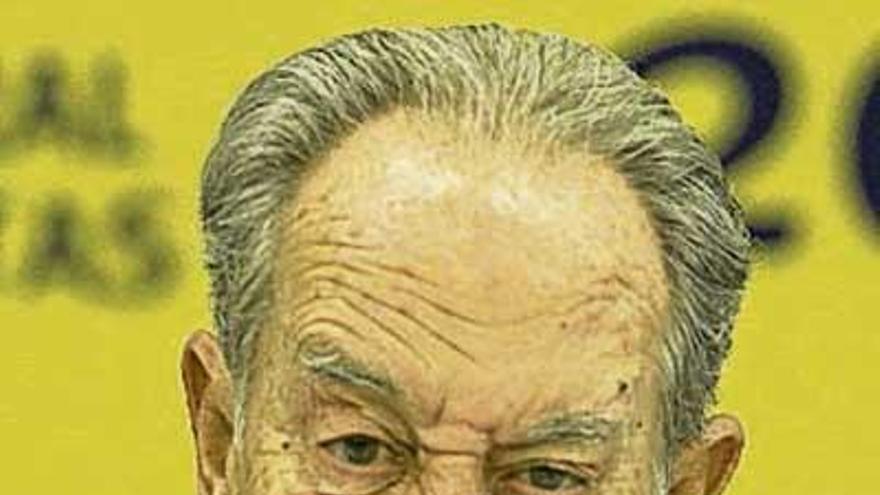 El juez imputa a Villar Mir por pagos en negro al PP de Madrid