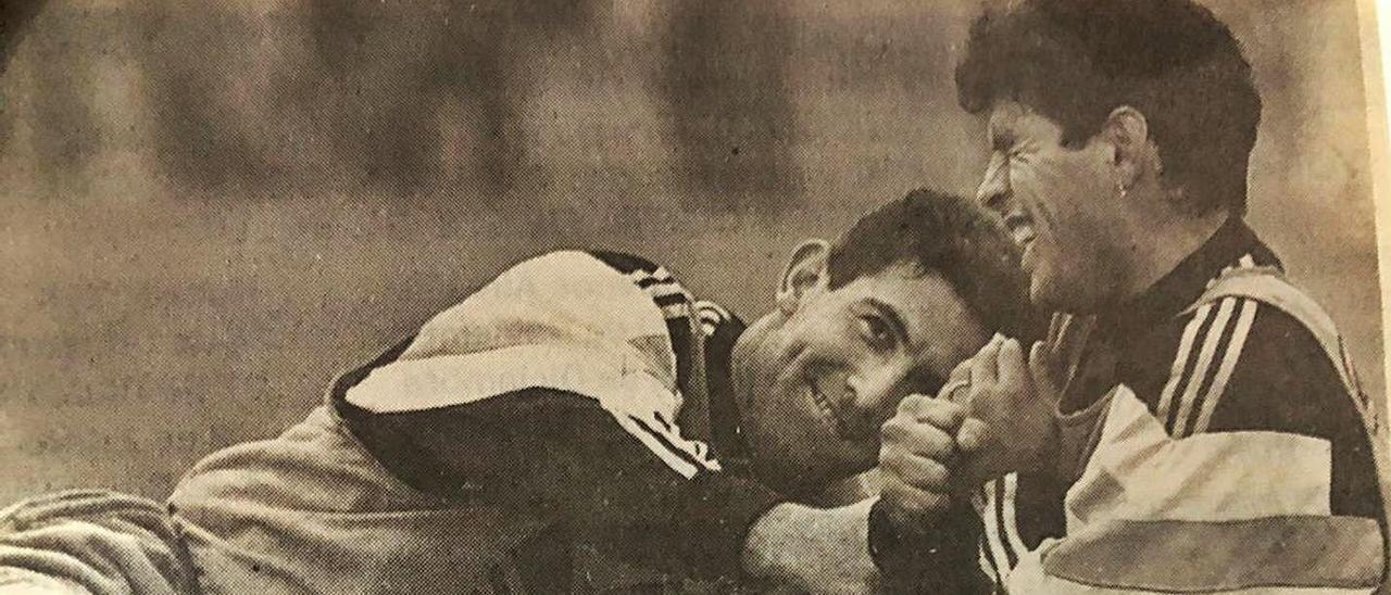 Hugo Pérez, con Maradona, en una concentración con Argentina por el Mundial de 1994 en Estados Unidos. | H. P.