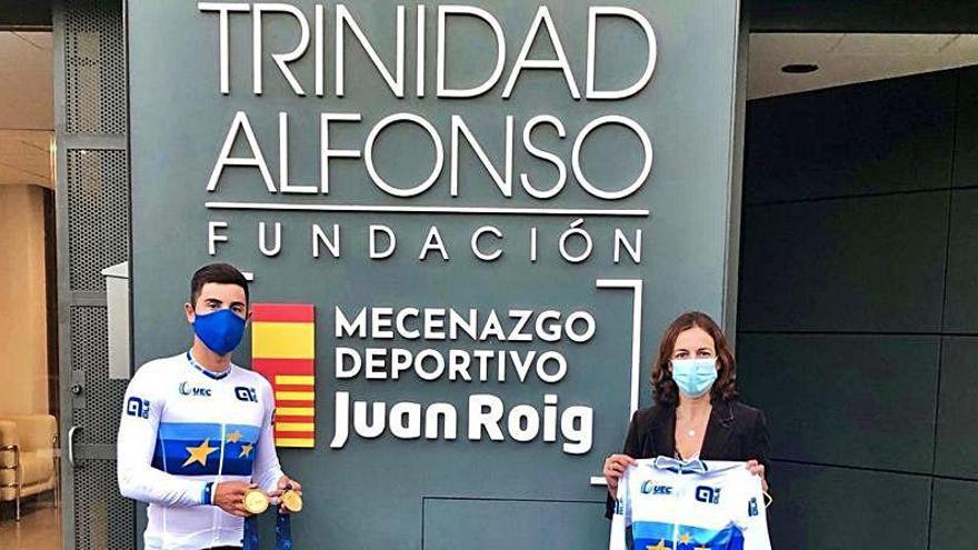 Sebastián Mora comparte su doblete de oro con la Fundación Trinidad Alfonso
