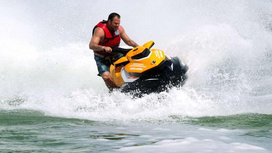 Un turista fallece al chocar con la moto acuática de su hijo en Pasito Blanco