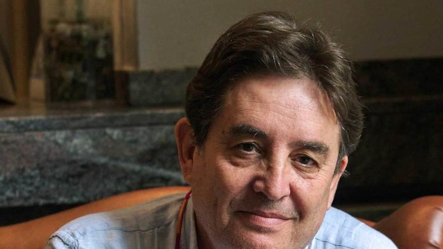 Luis García Montero sustituye a Bonet al frente del Instituto Cervantes