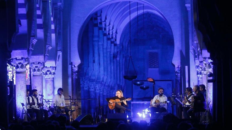 """Vicente Amigo arranca """"con el corazón"""" el concierto del 25º aniversario"""