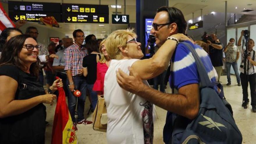 """Vuelve a casa el valenciano rescatado del huracán María: """"No ha quedado nada"""""""
