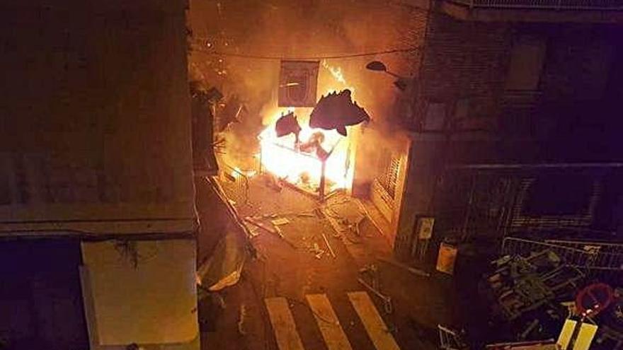 Cremen un guarnit de les festes de Gràcia