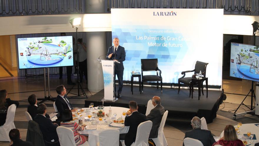 Hidalgo presenta en Madrid el plan local para generar 15.000 puestos de empleo