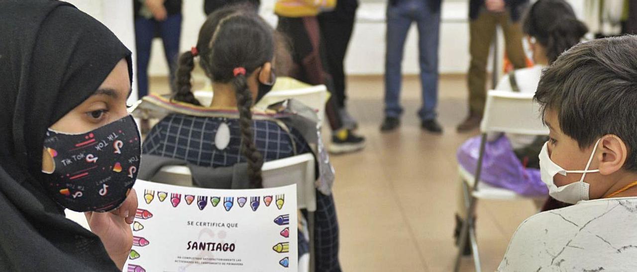 Entrega de los diplomas este viernes de la Fundación Juan Perán en el Rincón de las Culturas.