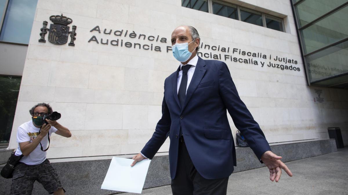 Francisco Camps sale de la Ciudad de la Justicia tras declarar por videoconferencia ante la Audiencia Nacional.