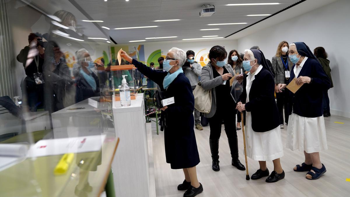 Madrid decide su futuro en unas elecciones muy generales