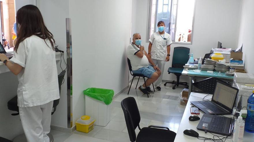 La cifra de personas inmunizadas contra el covid en Canarias asciende a 121.919