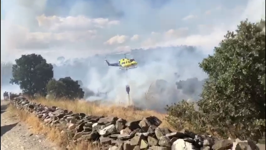 Espectacular despliegue de medios en el incendio de Lober de Aliste, en Zamora