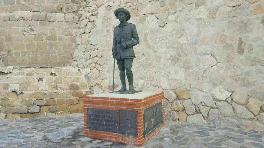Melilla aprueba retirar una estatua de Franco con el apoyo del exlíder de Vox