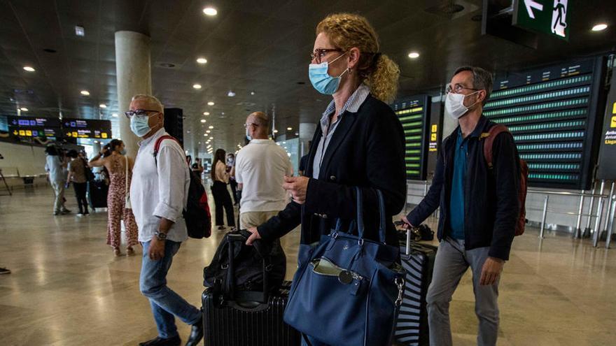 Moncloa rectifica a Turismo y dice que no está decidido cuándo se abren las fronteras