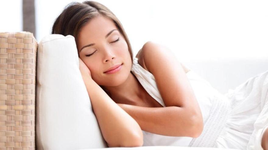 Diez trucos para dormir del tirón y no despertarte en toda la noche