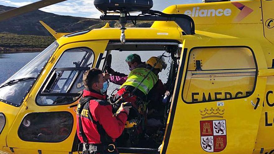 Rescatan a una senderista en la  zona de Laguna de las Yeguas