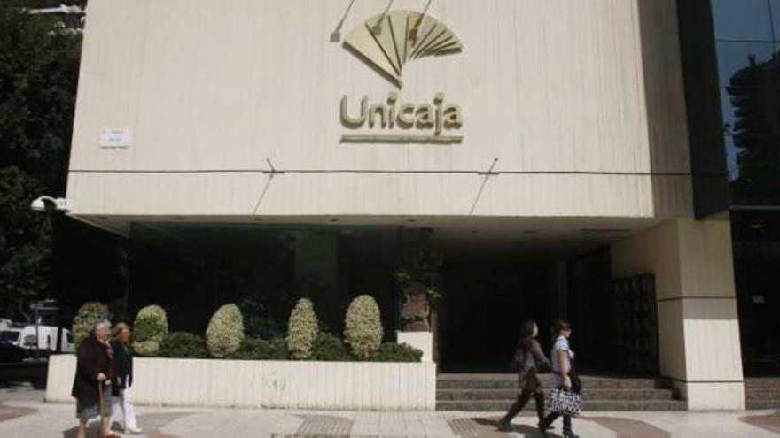 Unicaja Banco ofrece de nuevo financiar el pago del IRPF y avanzar la devolución