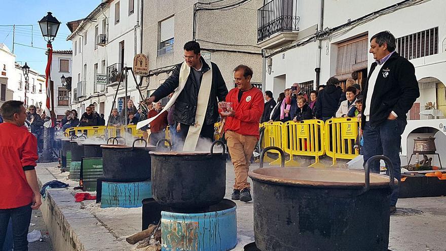 Oliva quiere engrandecer la fiesta de las Calderes de Sant Antoni