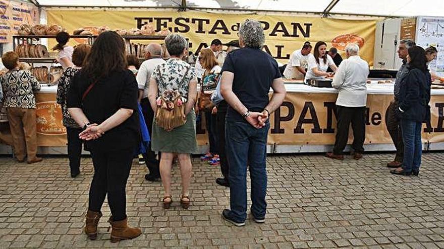 Colas, charanga y motos cierran la Festa do Pan