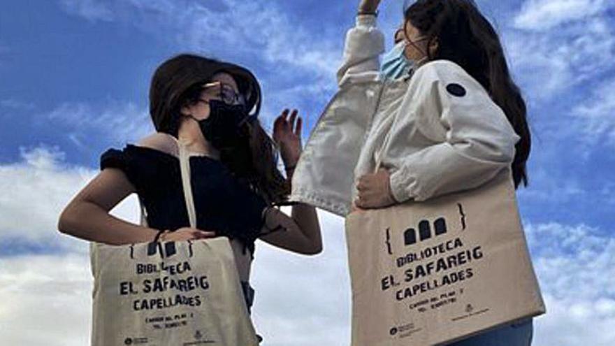 La biblioteca El Safareig regala bosses de roba