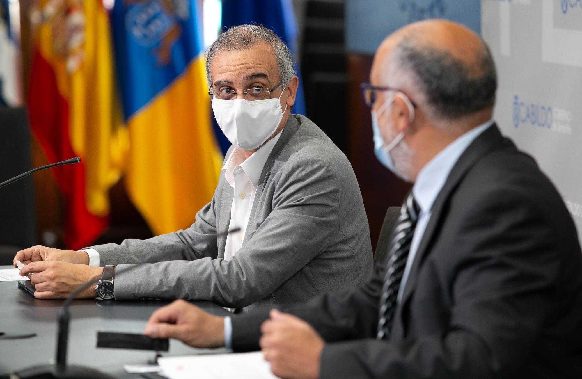 Firma del convenio de colaboración entre Metrotenerife y la Asociación Española Contra el Cáncer (AECC)
