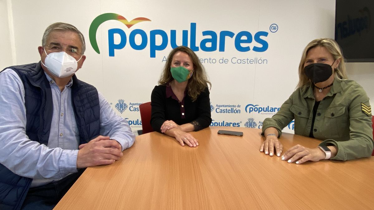La portavoz Popular, Begoña Carrasco, junto a representantes de la Asociación de Personas Sordas de Castellón