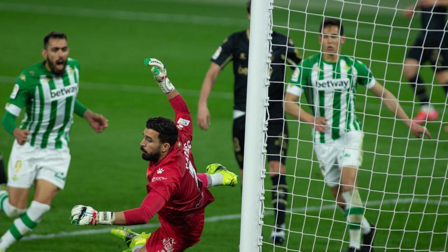 Una espectacular remontada del Betis deja al Alavés hundido