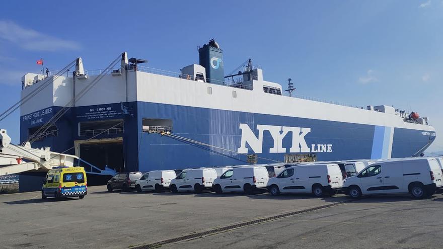 El confinamiento de un buque pone en jaque a la terminal de vehículos de Vigo