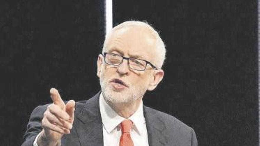 Los laboristas suspenden de militancia a Corbyn