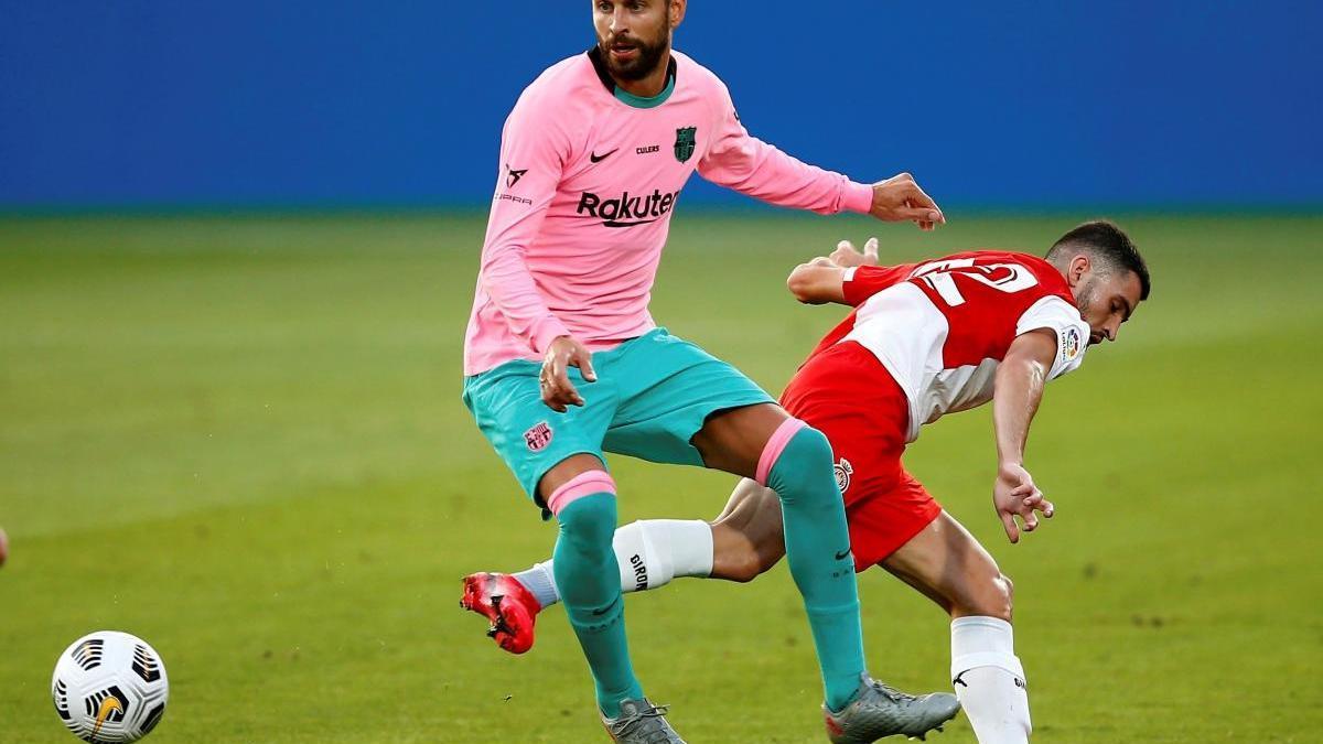 Piqué, en l'amistós contra el Girona.