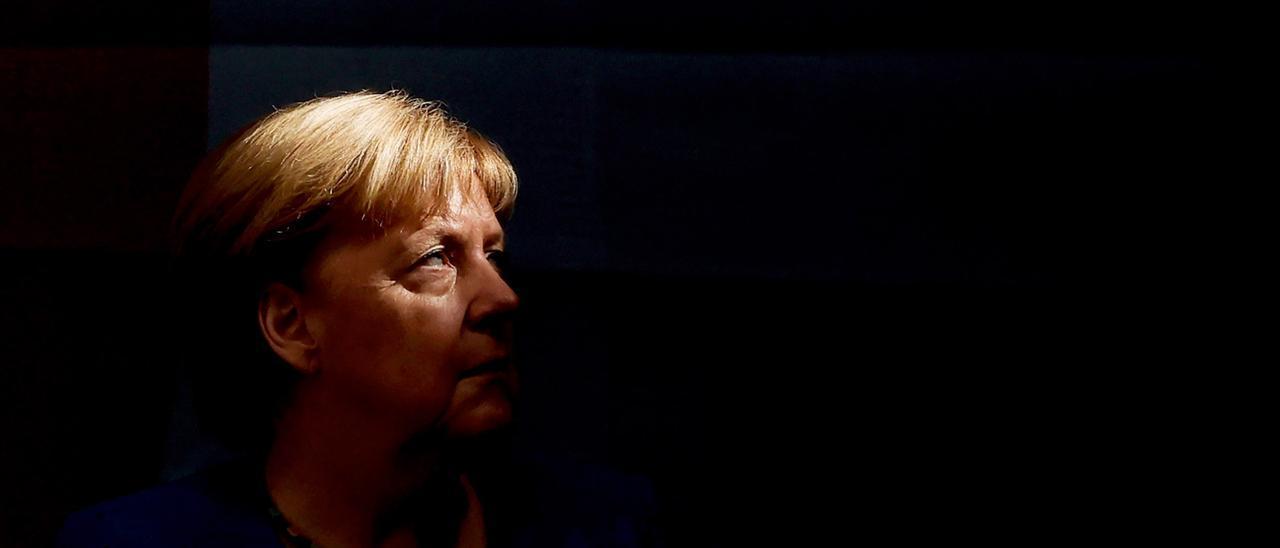 Merkel deja de ser canciller tras 16 años ininterrumpidos al frente del gobierno alemán.