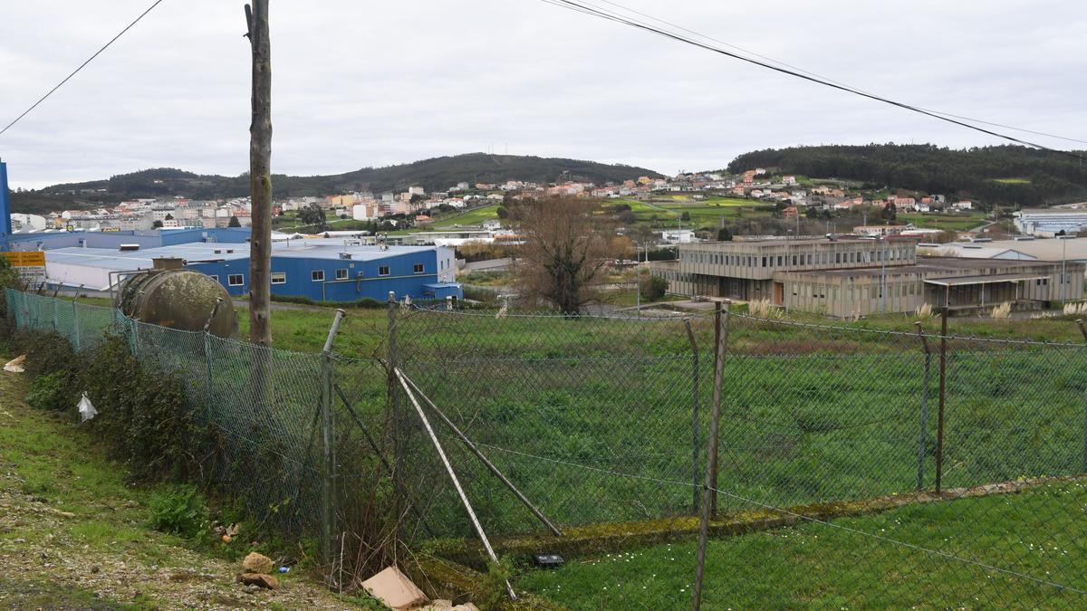 Subasta la parcela de Carreteras en Sabón