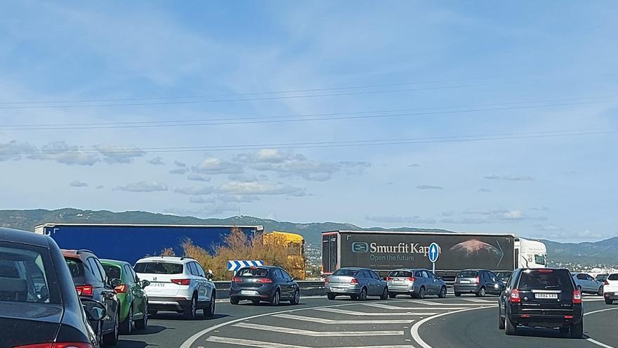 Un choque entre dos camiones causa retenciones en la A-4 a su paso por Córdoba