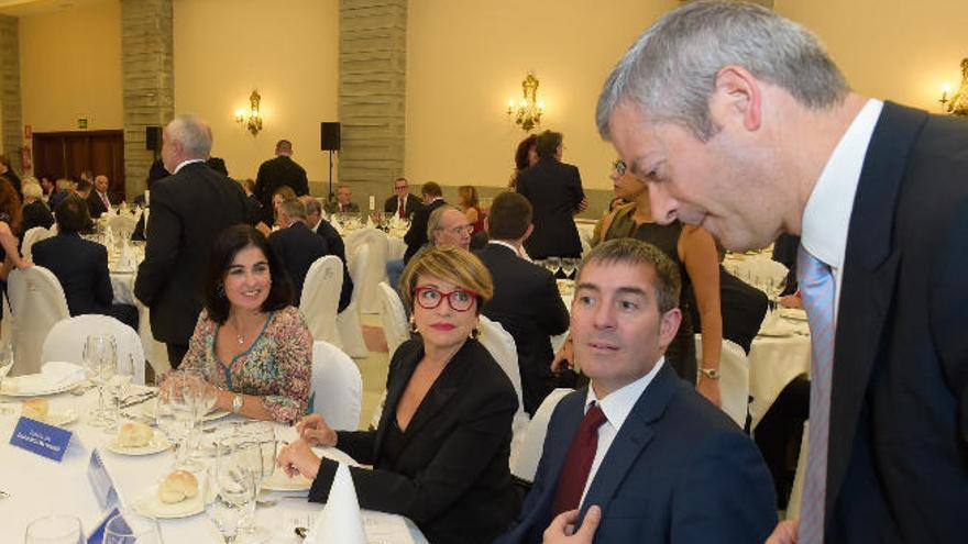 La CCE condecora con la insignia de oro y brillantes a Germán Suárez