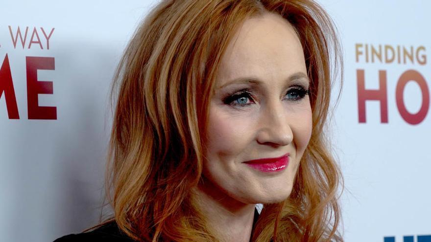 JK Rowling, acusada de transfobia en Twitter