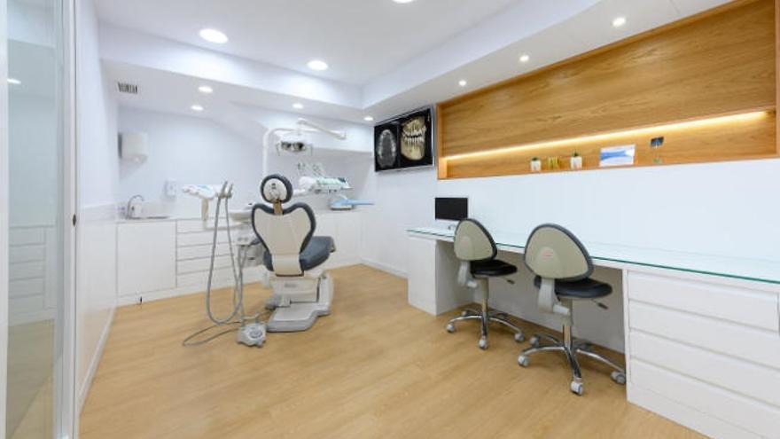 Apertura de la Clínica Dental La Garita, que dirige Carlos Arboleda