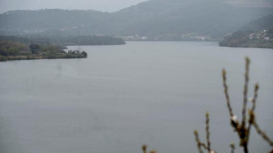Muere ahogado un joven de 23 años que se zambulló de madrugada en el embalse de Castrelo de Miño