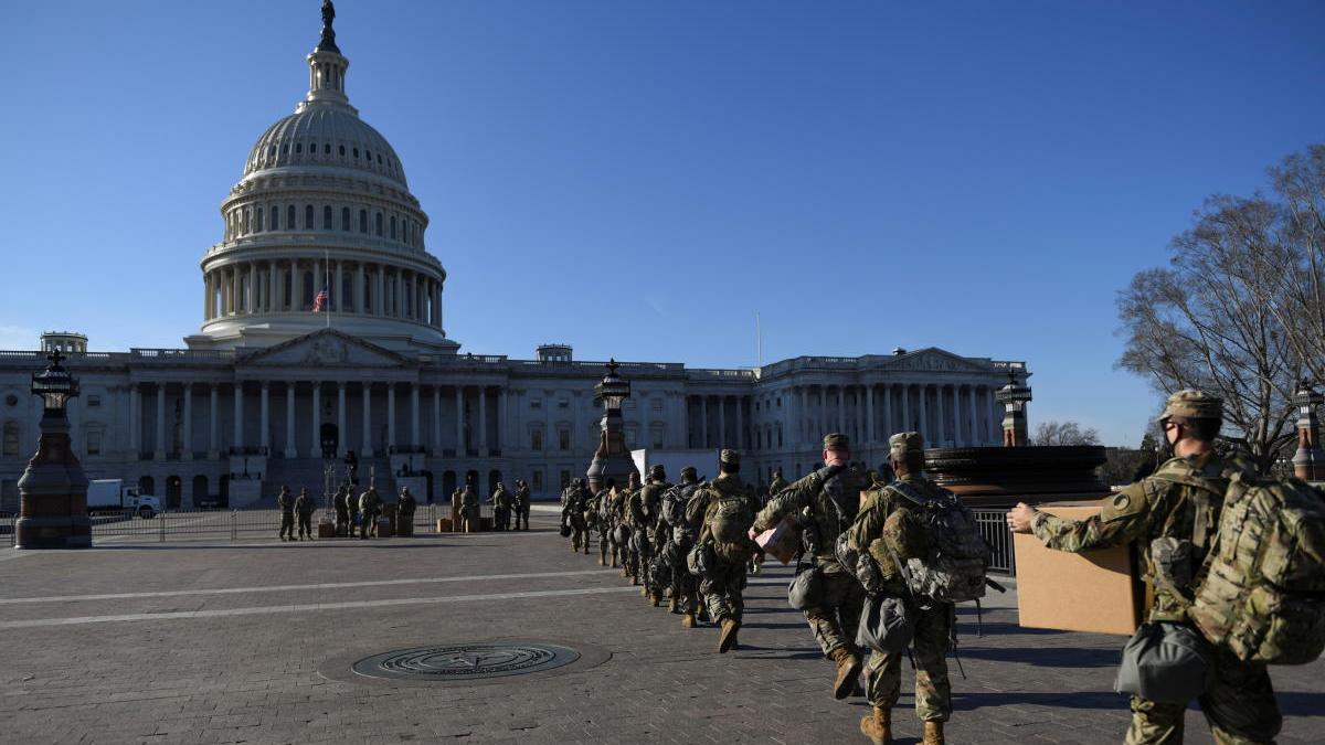 Imágenes de la Guardia Nacional entrando al Capitolio.