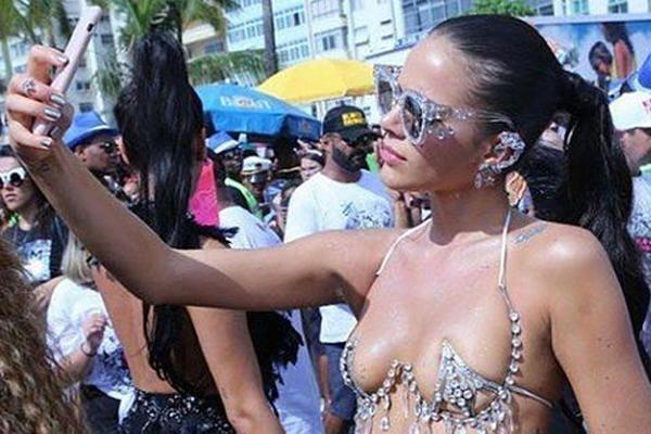 La espectacular novia de Neymar, en el Carnaval