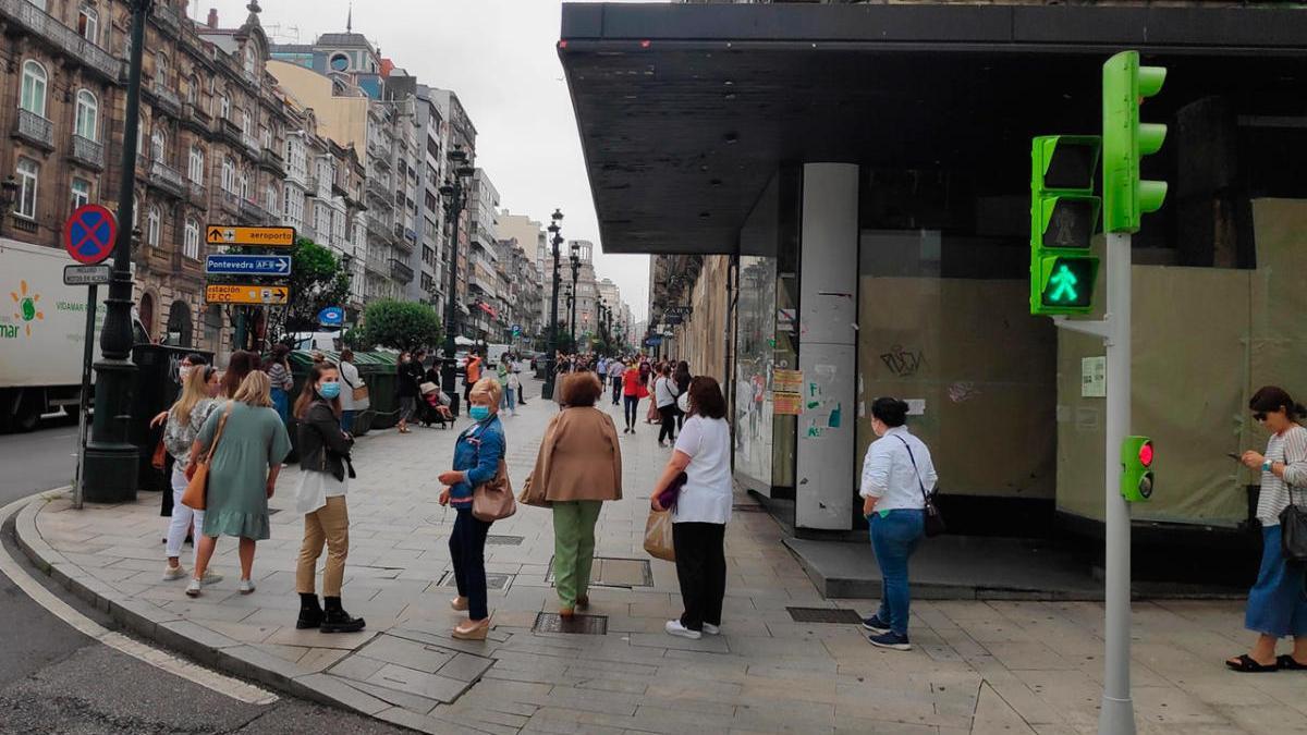 Colas en las rebajas de Zara, en su tienda de Vigo