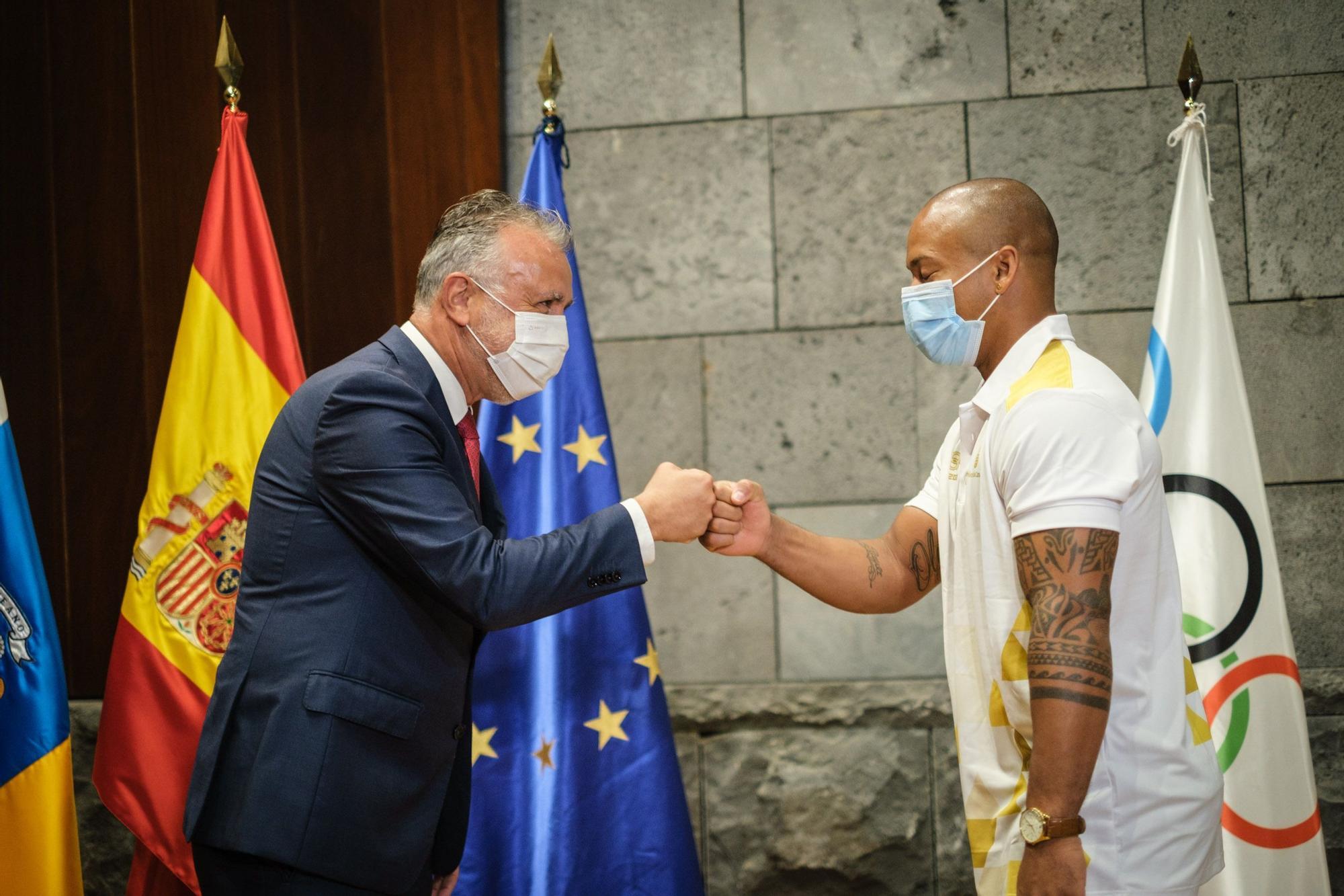 Recepción del Gobierno de Canarias a Michelle Alonso y Ray Zapata